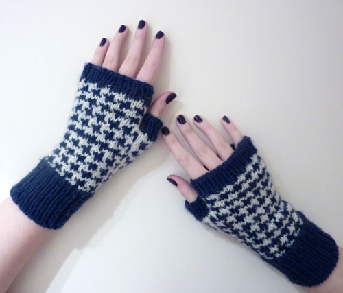 Free Pattern Houndstooth Handwarmers A Pile Of Sheep