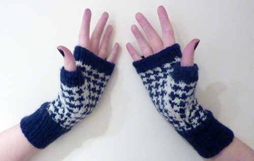 Houndstooth Handwarmers Thumbs